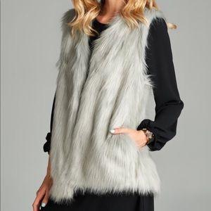 Jackets & Blazers - Faux Fur Cozy Silver Fox Pockets Cover Up Vest